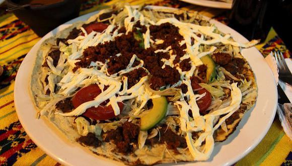 La Tlayuda es una tortilla que puede ir acompañada de diversos ingredientes. (Foto: wikimedia)