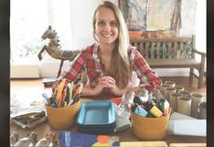 La profesora que cuenta cuentos y enseña a actuar usando materiales reciclados