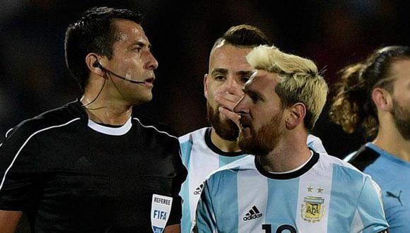 Julio Bascuñán fue parte de la polémica en el Argentina vs. Uruguay rumbo a Rusia 2018. (Foto: AP)