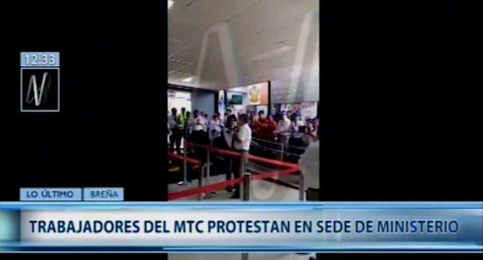 Los trabajadores exigen la renuncia del ministro Edmer Trujillo. (Foto captura: Canal N)
