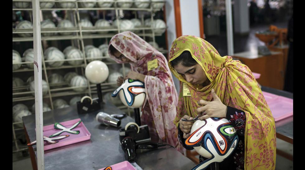 Brazuca, la pelota del mundial se fabrica en Pakistán. (Foto: Reuters)