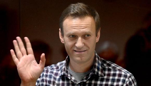En la foto se ve al líder de la oposición rusa Alexei Navalny dentro de una celda de vidrio durante una audiencia judicial en el tribunal de distrito de Babushkinsky en Moscú el 20 de febrero de 2021. (Foto: Kirill Kudryavtsev/ AFP)