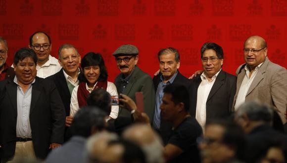 Los representantes del Frente Amplio, encabezados por Marco Arana y Enrique Fernández Chacón, acudieron a la firma del pácto ético el último viernes.  (Foto: Piko Tamashiro / GEC)
