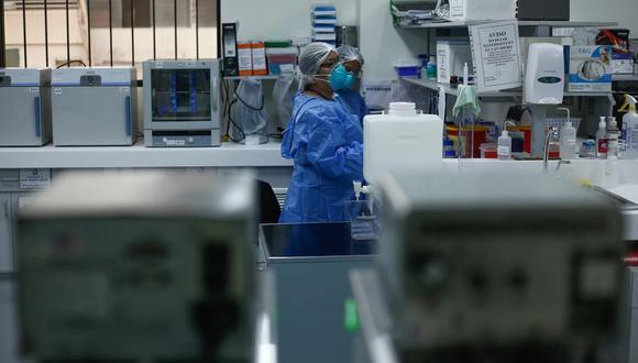 El Minsa aseguró que diariamente se reciben unas 700 muestras para diagnosticar Covid-19 en el INS. (Foto: GEC)