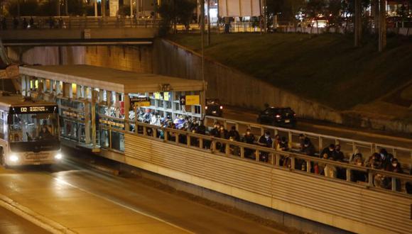 En los últimos días se han formado largas colas para ingresar al Metropolitano. (Foto: GEC)