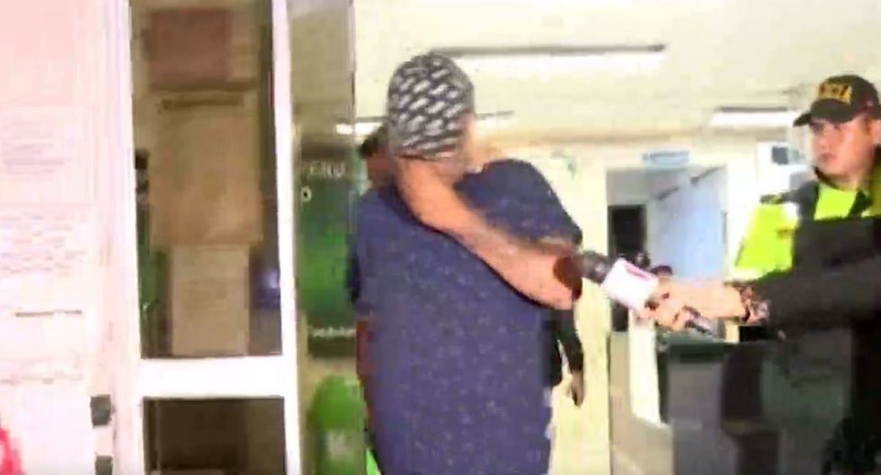 El sujeto se retiró a su casa con la víctima. (Foto: Captura/América Noticias)