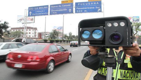 Lima tiene 4 medidores de velocidad para un millón de vehículos
