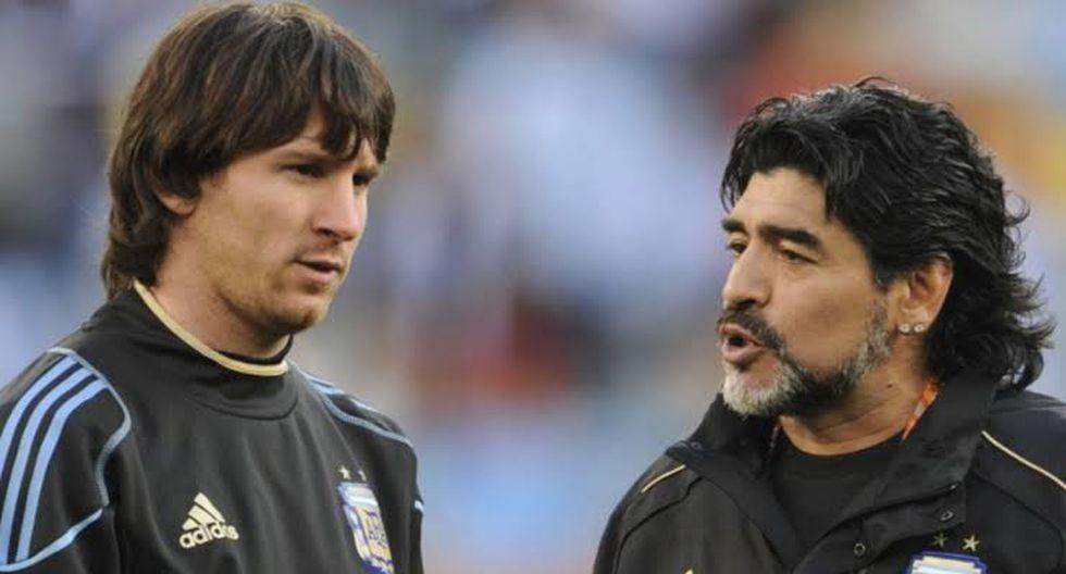 Leo Messi escuchando las indicaciones de Diego Maradona en un entrenamiento. (Foto: AFP)