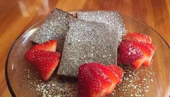Fotografía cedida muestra unos brownies hechos por estudiantes mexicanas a base de una harina que tiene como principal fuente proteína el chapulín de campo. (Foto: EFE)