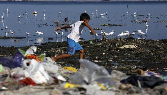 Alrededor de las tres cuartas partes de los desechos plásticos de los océanos que se originan en tierra nunca se recolectaron como basura.