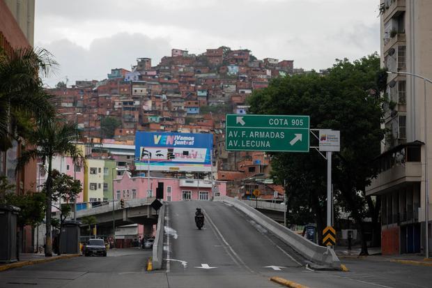 Entrance to the Kota 905 neighborhood this Friday in Caracas, Venezuela.  (EFE / RAYNER PEÑA R.).