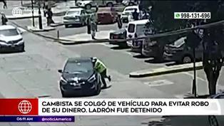 Surco: cambista se cuelga de auto para evitar robo de dinero