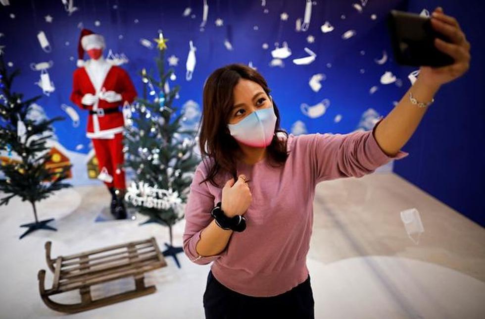 Este 2020 la Navidad se celebrará de forma diferente en todo el mundo, las grandes reuniones familiares no serán posibles debido a la pandemia de COVID-19. Pero no por eso se dejará de lado las felicitaciones y detalles, por eso aquí te dejamos un listado con las mejores 10 apps para crear felicitaciones y postales navideñas. (Foto referencial: Reuters)