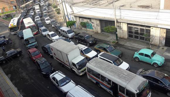 Usuarios denunciaron gran congestión vehicular desde tempranas horas. (Foto: Facebook)