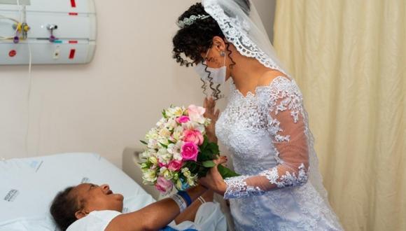 Verônica Nunes Carmo visitando a su madre Maria Mônica minutos antes de casarse. (Foto: Fotógrafo Stenyo Gurgel)