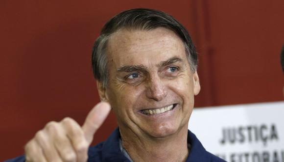 Elecciones en Brasil: Jair Bolsonaro votó por la mañana e hizo hoy su primera aparición pública después de la puñalada que casi terminó con su vida el 6 de septiembre y que lo mantuvo tres semanas en el hospital. (Foto: AP).
