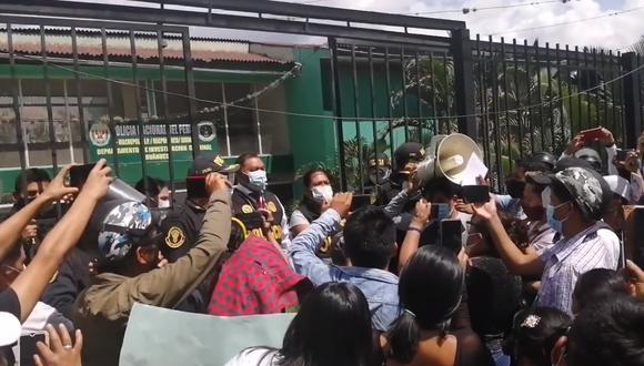Manifestantes llegaron hasta instalaciones del Departamento de Investigación Criminal de Huánuco. (Foto: GEC)