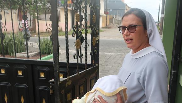 """Eliza Olejnik, monja polaca integrante de la congregación de las Hermanas Benedictinas Misioneras en el """"Hogar Valle Feliz"""", que actualmente alberga 44 menores en situación de riesgo y con familias multiproblemáticas, en Santo Domingo (Ecuador). (EFE/ Raisa Castro)."""