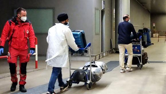 El gobierno australiano justifica la suspensión temporal de vuelos por el gran incremento de casos de covid-19 en Australia, en donde las personas que retornan de India representan el 85 por ciento de los infectados en los centros de cuarentena obligatoria. (Foto: ANSA / AFP / ITALY OUT).