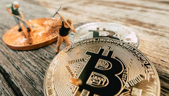 Tener habilidades relacionadas al bitcoin pagan una tarifa promedio por hora de IS$215, según Bloomberg. (Foto: Shutterstock)