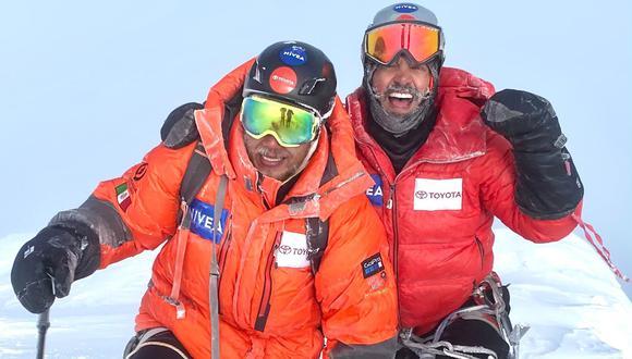 Rafa Jaime y Omar Álvarez en la cima del Delani, en Alaska, Estados Unidos. (Foto: Twitter | rafajaimemx)