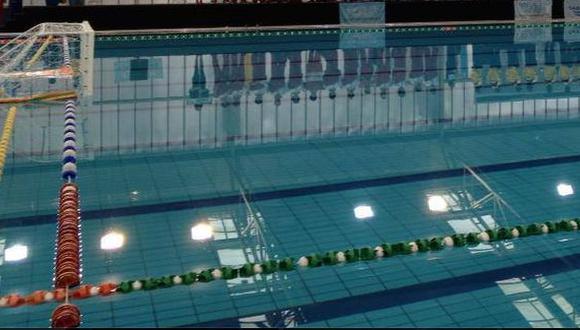 Investigan presunto maltrato a niño con Asperger en piscina