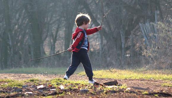 Los niños pueden salir a dar un paseo diario en la cuarentena focalizada siempre que estén acompañados de una persona mayor y mantenga su distancia social | Foto: Referencial / Pixabay