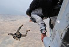 Paracaidista sufre percance en el aire y recurre a inesperada maniobra para salvar su vida