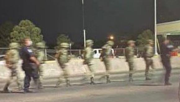 Estados Unidos detiene brevemente a 14 soldados mexicanos por cruzar frontera en El Paso, Texas. (@JorgeMedellin95 / Twitter).