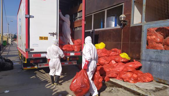 En abril la policía intervino un camión que arrojó alrededor de una tonelada de desechos hospitalarios en el botadero de Reque. La fiscalía ambiental investiga una decena de casos por deficiencia en el tratamiento de residuos peligrosos. (Foto referencial: Gobierno Regional de Lambayeque).