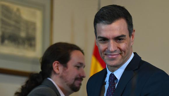Pedro Sánchez (derecha) y su aliado Pablo Iglesias en una imagen del 12 de noviembre del 2019. (Foto: GABRIEL BOUYS / AFP).