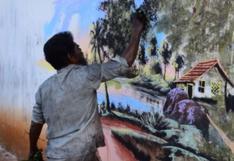Indigente pinta asombrosos murales usando lo que le provee la naturaleza
