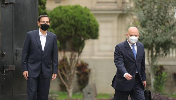 Roberto Pereira se dirigió solo al Congreso esta mañana para defender a Martín Vizcarra. (Foto: Presidencia)