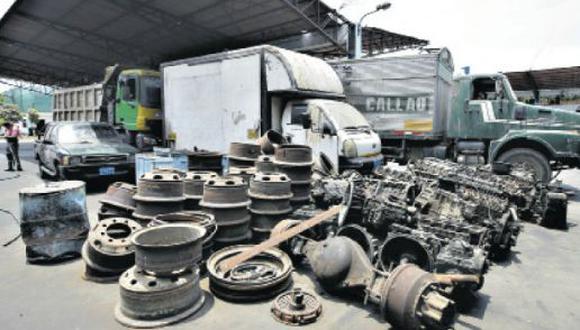 En una auditoría, se hallaron en los depósitos de Eslimp Callao camiones que no tenían relación contractual con la empresa. Algunos de estos aún siguen allí. (Foto: Jesús Saucedo)