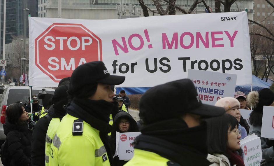 Coreanos protestaron ante la eventual ratificación del nuevo acuerdo. (Foto: AP)