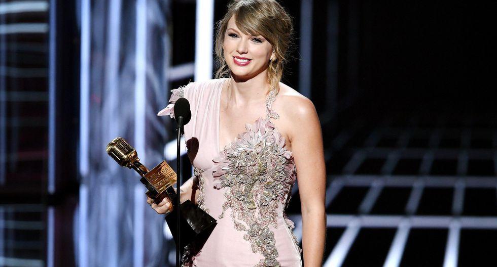 Taylor Swift recibiendo su premo Billboard 2018: la cantante ganó como Mejor artista femenina y álbum más vendido. (Foto: Reuters)