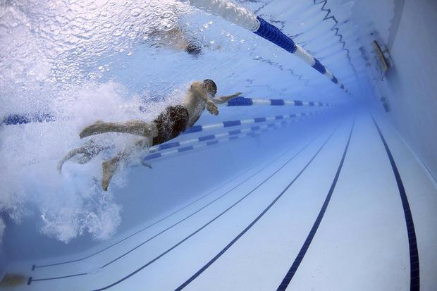 El dióxido de cloro y derivados del derivados del cloro suelen usarse en el tratamiento del agua, tanto en piscinas como en procesos industriales. (Foto: Pixabay)
