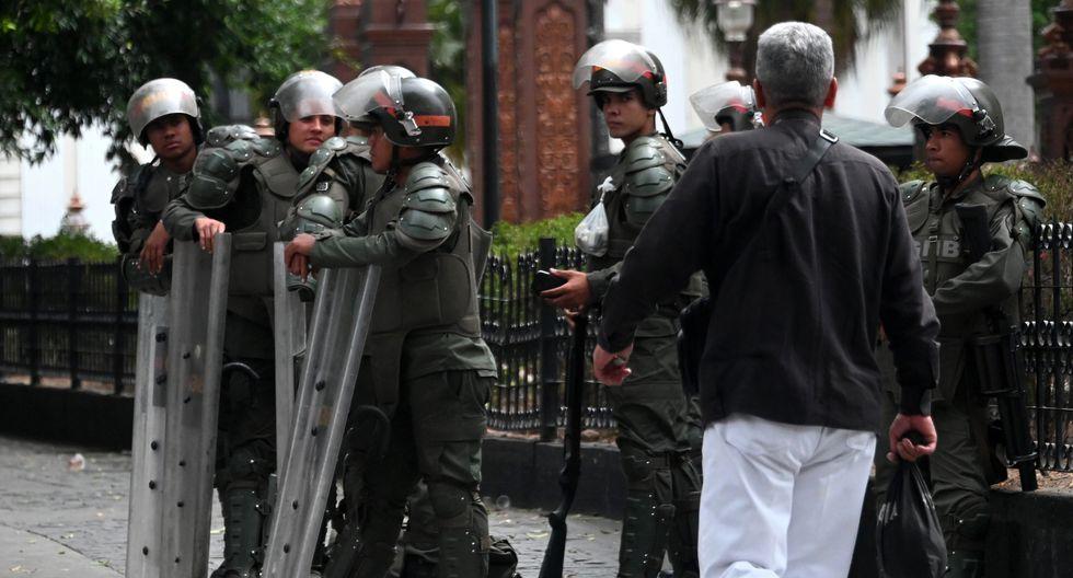 Fuerte presencia policial en el Palacio Federal Legislativo. Foto: AFP
