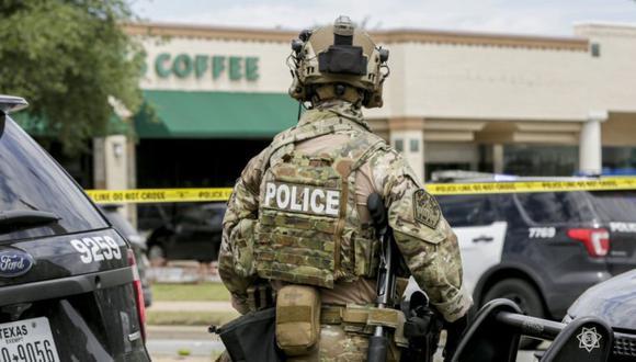 La policía de Austin, SWAT y personal médico responden a una situación de tirador activo ubicada en Great Hills Trail en el noroeste de Austin, Texas. (Foto: Brontà «Wittpenn / Austin American-Statesman vía AP)