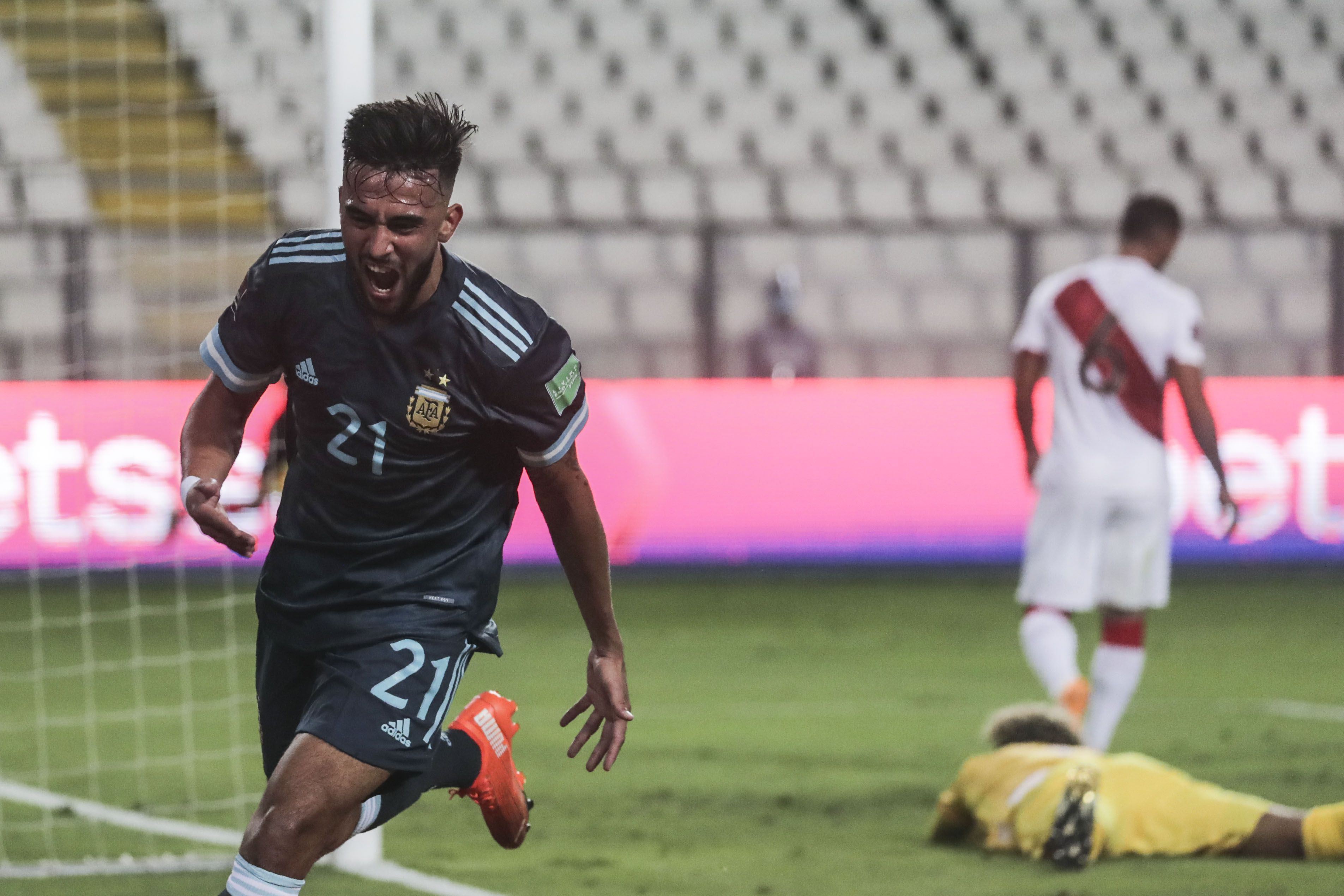 Nicolás González anotó el primer gol de Argentina en el 2-0 ante Perú. (Foto: AFP)