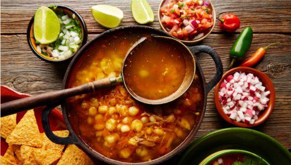 Prepara un delicioso pozole rojo, un platillo tradicional de México (Foto: Freepik)