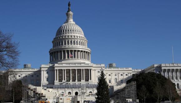 La construcción de la próxima ceremonia de inauguración presidencial se ve fuera del edificio del Capitolio de EE.UU. En Washington, EE. UU. (Foto: REUTERS / Leah Millis).