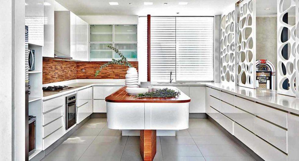 Los muebles altos y bajos de la cocina se hicieron con melamine tropicalizada. De Paloma Valerga y Alonso Briceño. (Foto: Jaime Gianella)