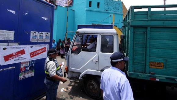 La Parada: más de 15 camiones esperan para retirar mercadería