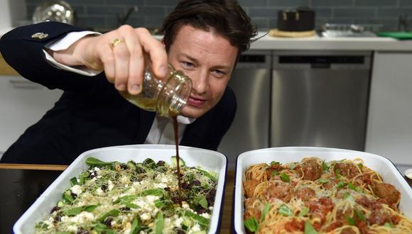 Jamie Oliver ha encabezado varias cruzadas para mejorar la alimentación de los estudiantes ingleses. (Foto: EFE)