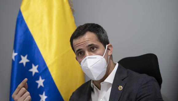 El líder de la oposición venezolana y autoproclamado presidente en funciones, Juan Guaido, califica de fraudulentas las elecciones del 6 de diciembre. (Foto de Yuri CORTEZ / AFP).