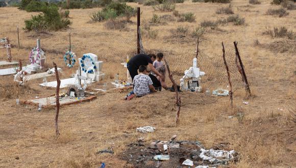 Familia de Oscar Eyraud Adams llora al activista indígena de Baja California, México que fue asesinado. Foto: Felipe Luna / Global Witness.