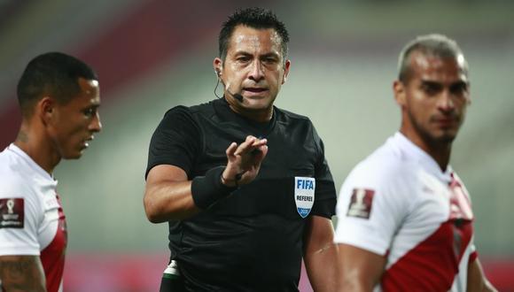 Julio Bascuñán lleva nueve años como árbitro internacional. (Foto: AFP / Daniel Apuy)