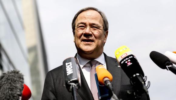 El presidente del partido Unión Democrática (CDU), Armin Laschet, habla frente a la sede de la CDU en Berlín, Alemania. (Foto: EFE / EPA / FILIP SINGER).