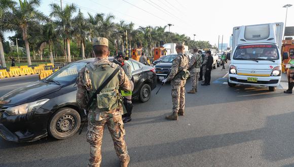 l ministro Walter Martos señaló que la Policía Nacional y las Fuerzas Armadas seguirán trabajando para que ciudadanos cumplan las medidas del estado de emergencia por el COVID-19. (Foto Ministerio de Defensa)